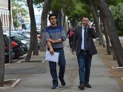 Hakim Nasiri con il suo avvocato