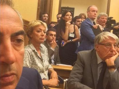 Selfie e tweet di  Gasparri