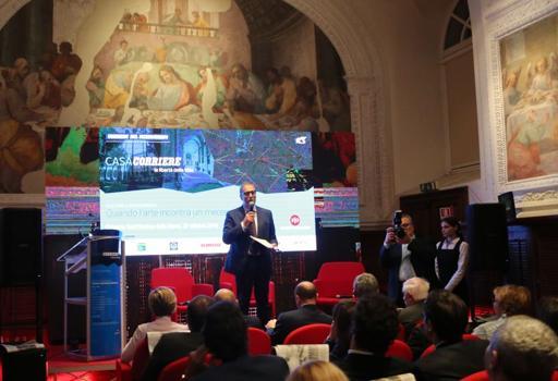 Il direttore Enzo d'Errico introduce al dibattito