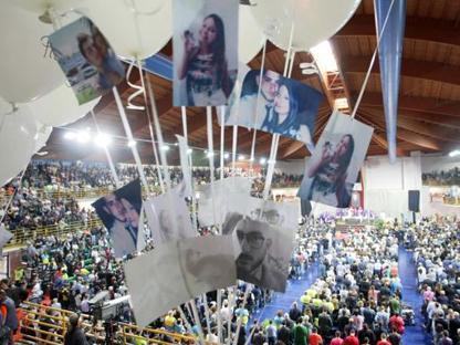 I funerali delle 23 vittime della strage del binario unico