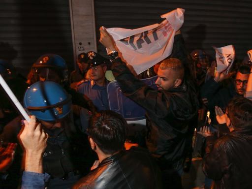 Le tensioni tra polizia e No Tap